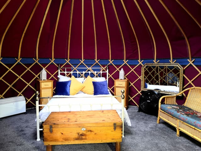Orchard View Yurt @ Walnut Barn Holiday Cottages