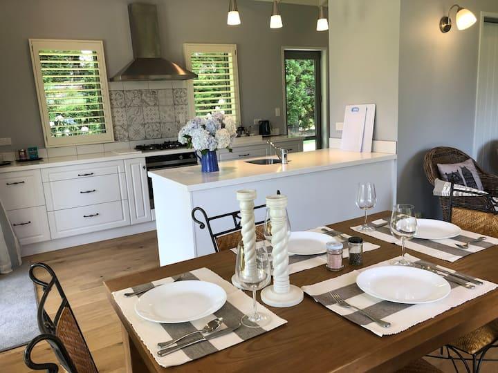 Kerikeri Gardenia Cottage: A Green & Tranquil Stay