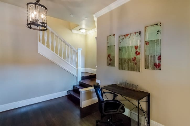 Entry way with desk