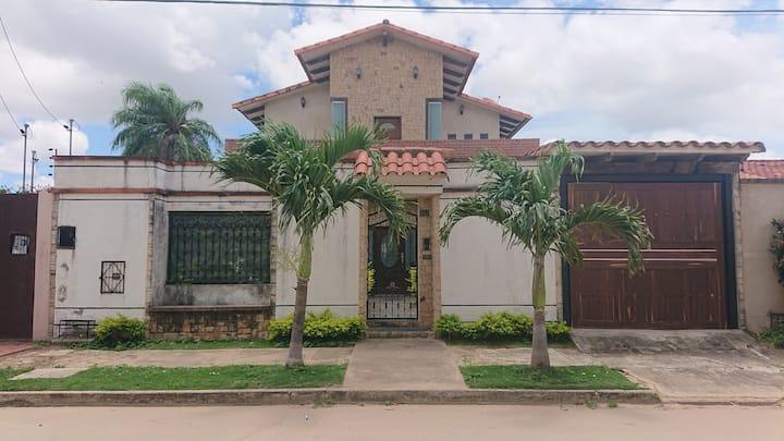 Habitacion con Parqueo, Santa Cruz
