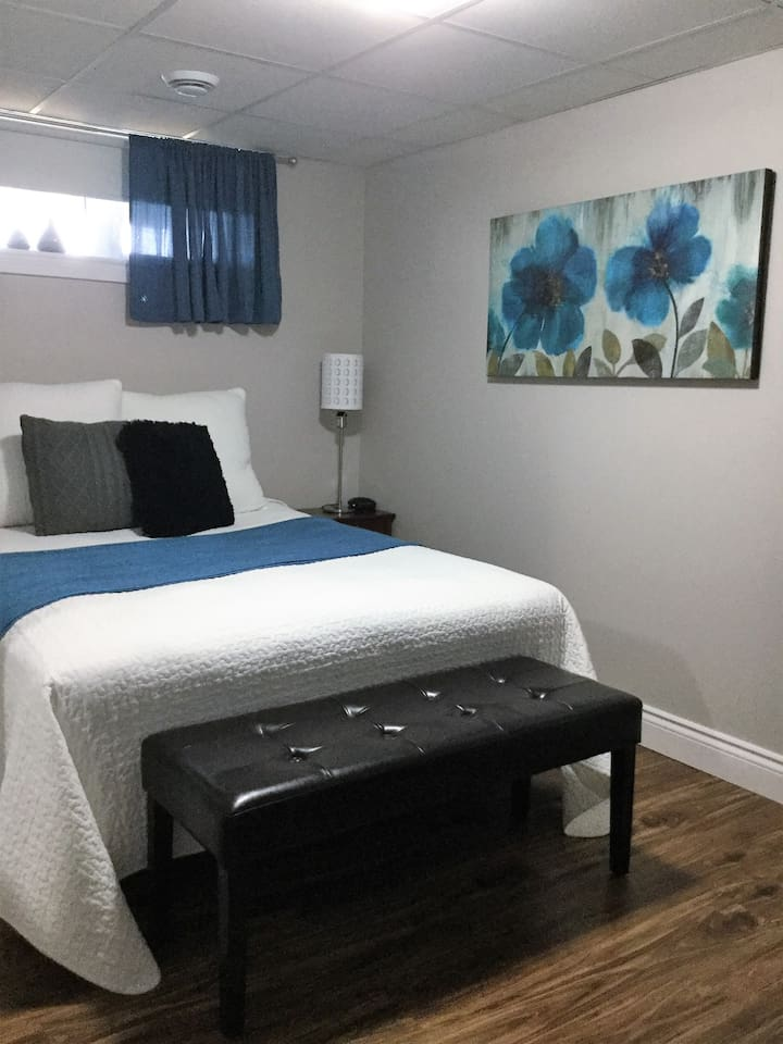 The Calm Blue room with Private Bathroom