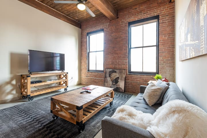 Minutes to Manhattan in Industrial Chic Style Apt