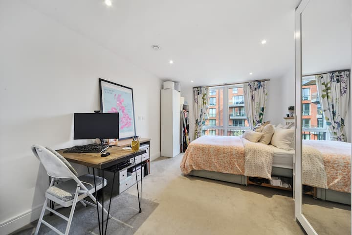 Bright and Spacious One-Bedroom Flat