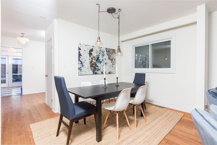 4 BDRM + 2 BATH + Parking - Queen West Townhouse