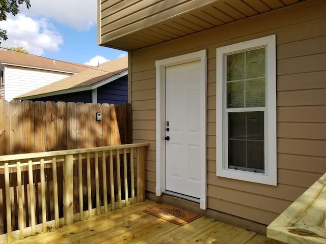 Guest House Apt [private entrance - large patio]
