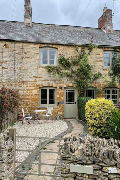Rose Cottage, Evenlode. A cosy Cotswold Cottage