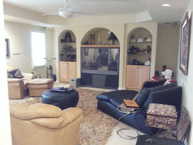 Executive Suite / Apartment - Johns Creek - Inny
