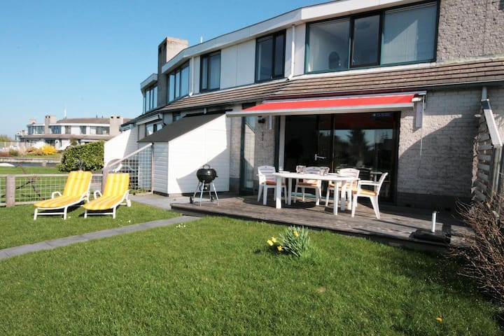 Waterfront Holidayhome - Lemmer - Casa