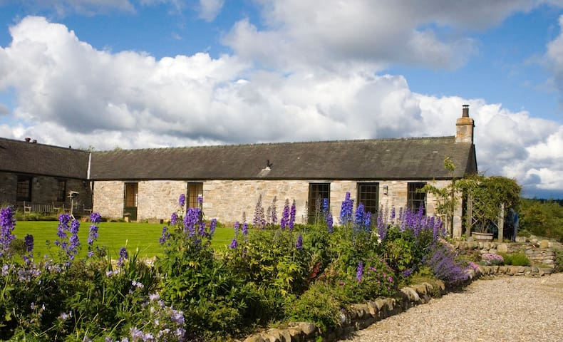 Self-catering - farm conversion w spectacular view