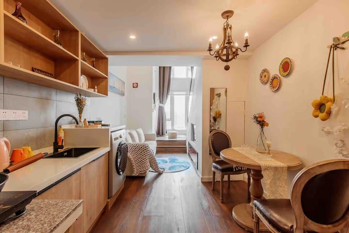 简约loft公寓2号/投影房/可做饭/近地铁
