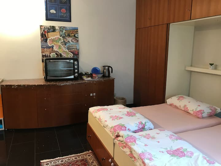 New Quiet Room 5 min. to FFM , Fair, Hbf, Airport