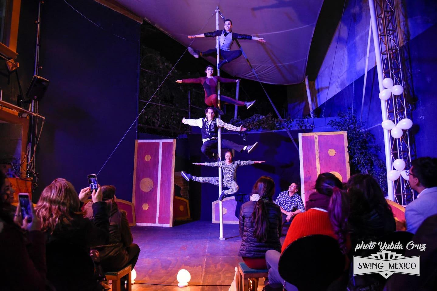 Shows una vez cada semana en nuestra espacio. Jazz, conciertos, Circo, Teatro y Bailar.   We have events at least once a week in our space. Jazz, music, theatre circus and dance.