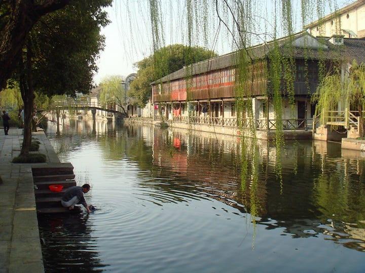 南浔古镇景区内百间楼景点河畔两房独栋