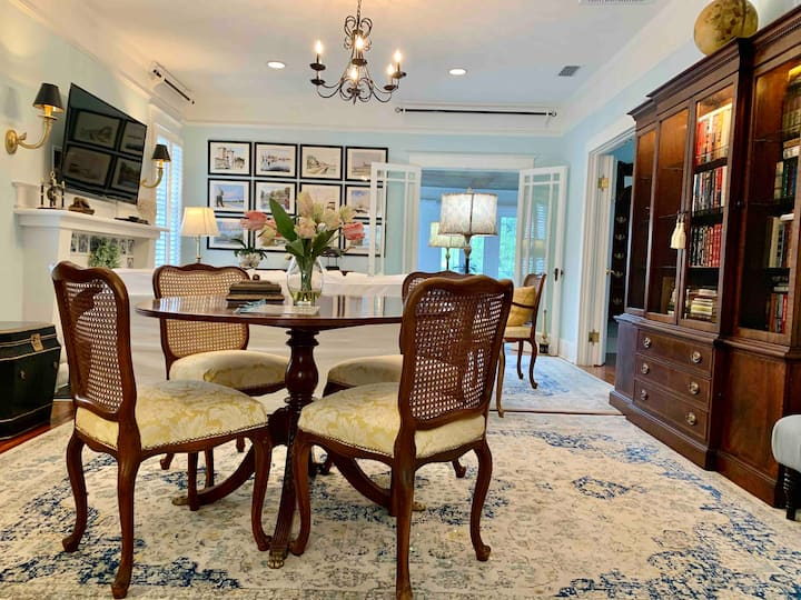 132C Luxurious and Relaxing Elegance Upstairs