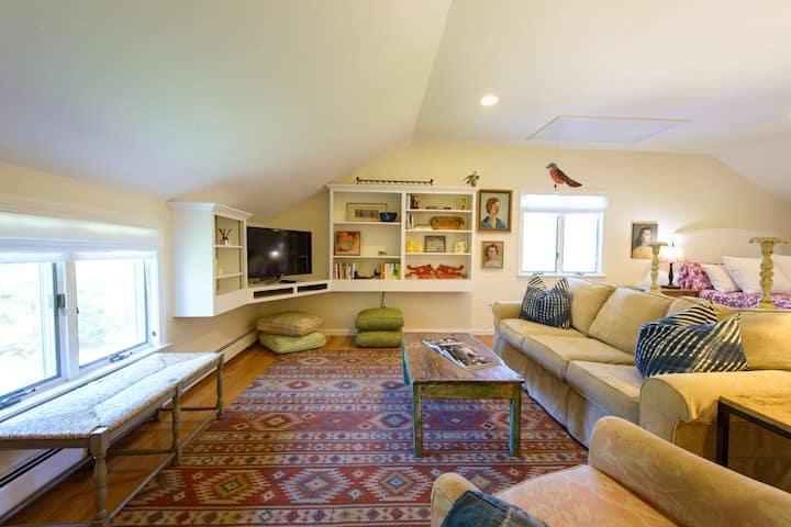 Sunny Studio Apartment on Martha's Vineyard