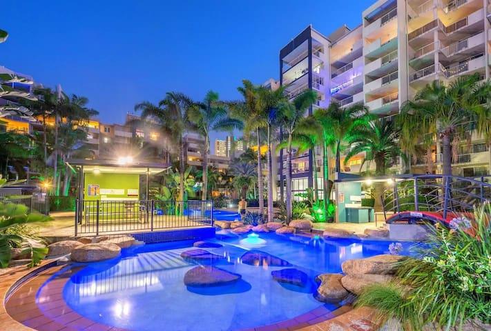 ELEDA HOTEL Stylish Inner City Tropical Oasis