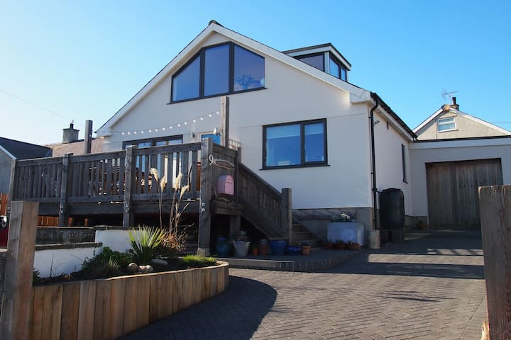 Bright Beachside Getaway, Aberffraw
