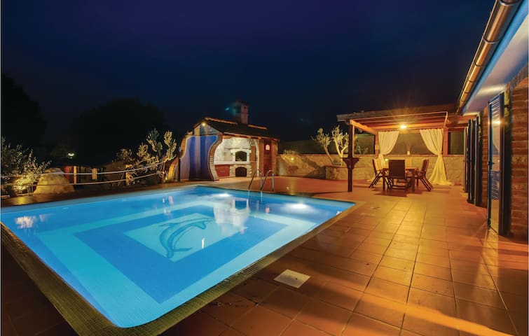 Holiday cottage with 3 bedrooms on 60m² in Nerezine