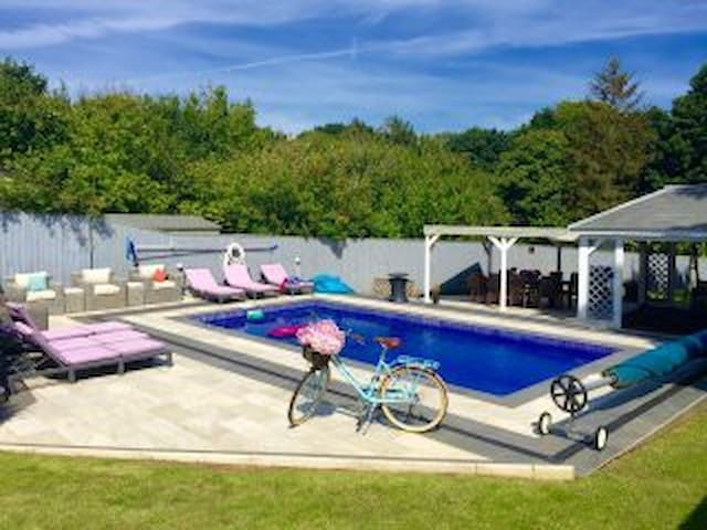 COPSE GATE LODGE hot tub hire and pool