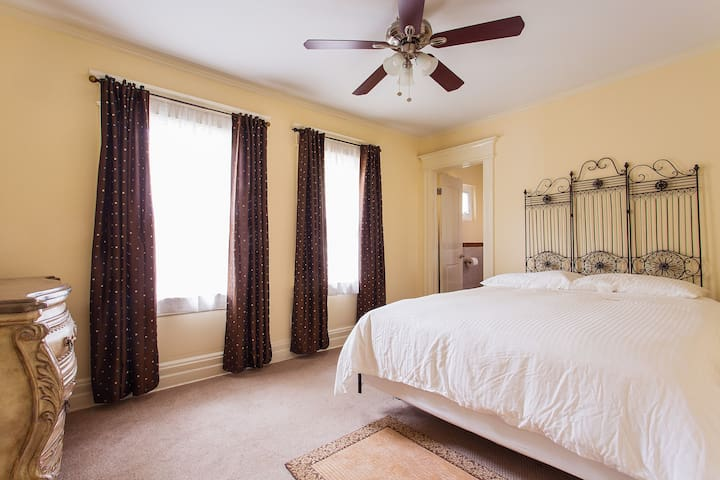 Historic House - Queen Room with Private Bathroom