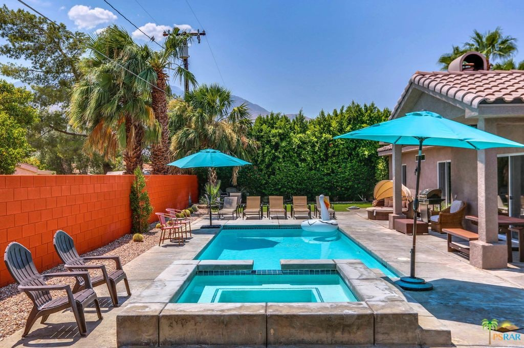 Wow! This is a truly dreamy Palm Springs Airbnb. You have to see the pictures!