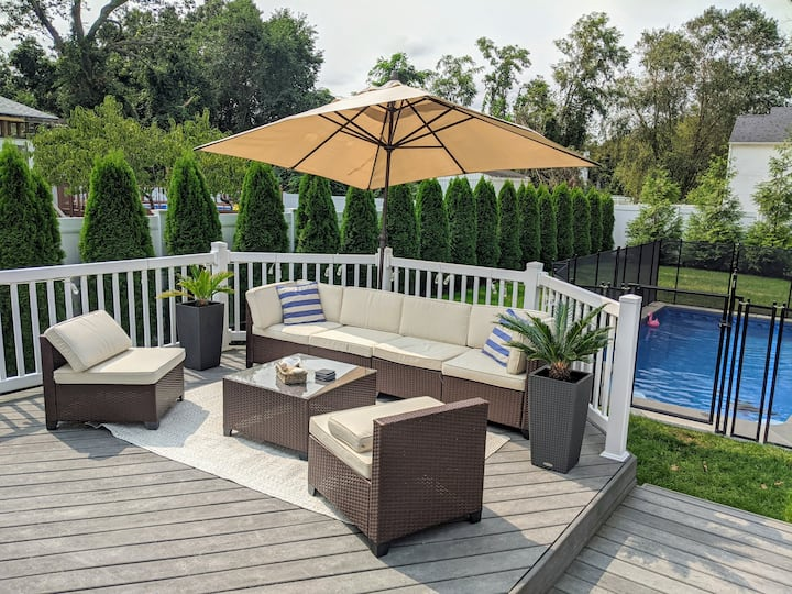 Bellport Village house with pool/hot-tub/ping-pong