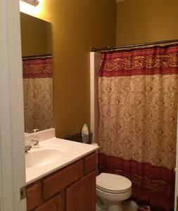 Room for Rent Near the Atlanta Airport - Atlanta - House