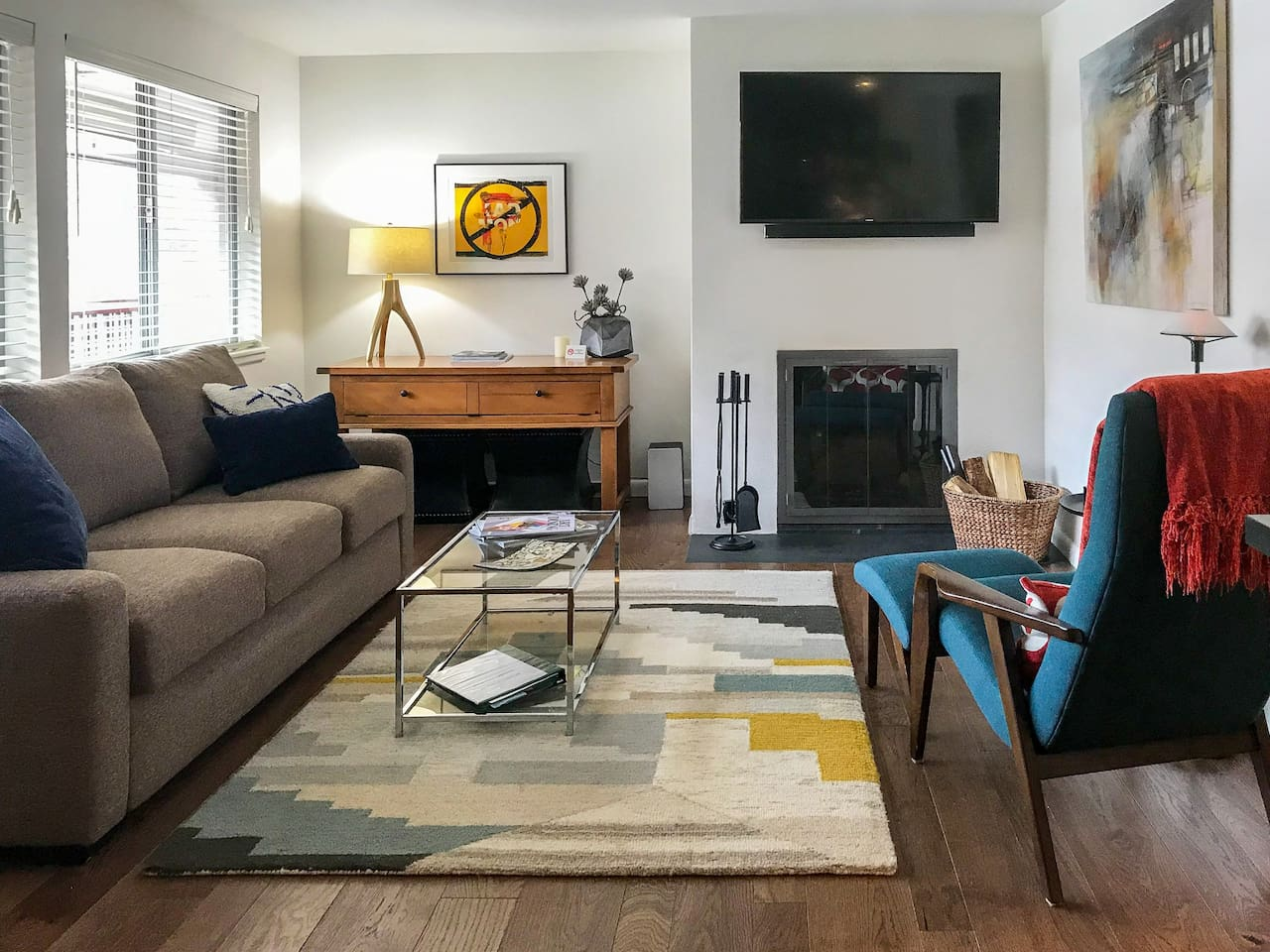 Updated condo steps away from Aspen's best!