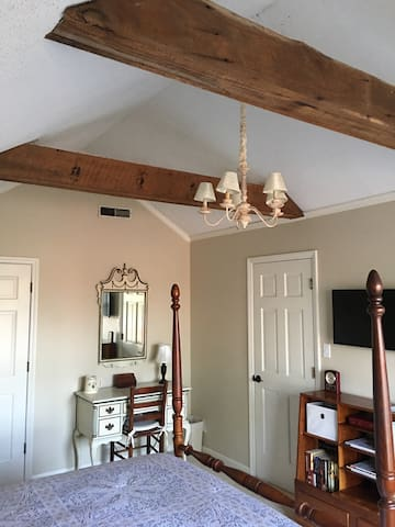 View of desk and vaulted ceiling in upstairs bedroom