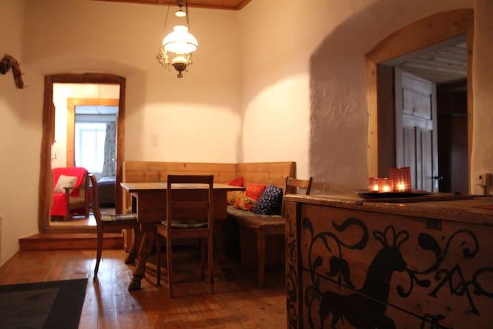 Ferien im typischen Engadinerhaus in Ardez