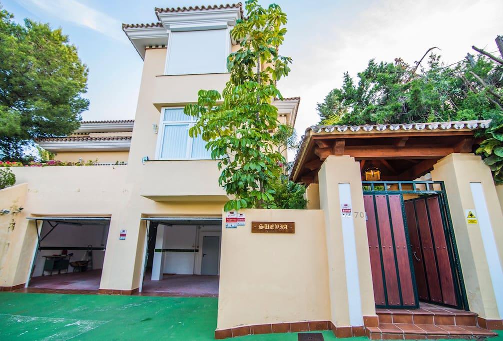 Exclusiva casa de lujo en marbella rioreal maisons - Casas de lujo en marbella ...