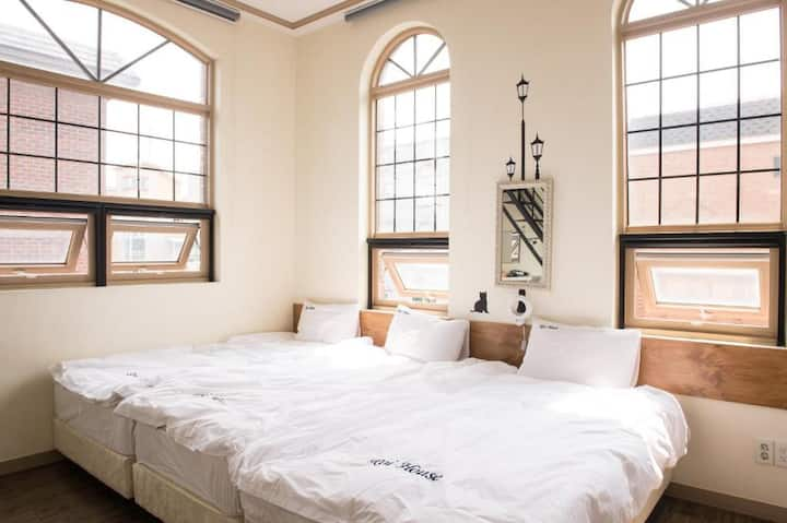 #401 in Hongdae Sta 5mins from exit 3 Private Room