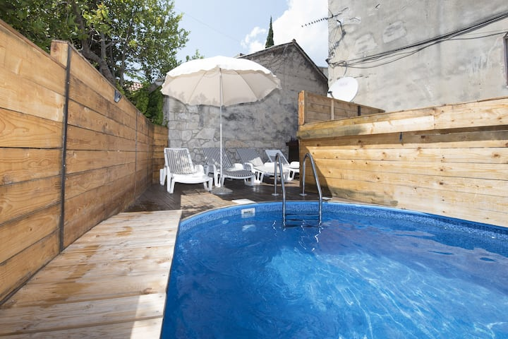 Apartment Elena with Pool in center of Split