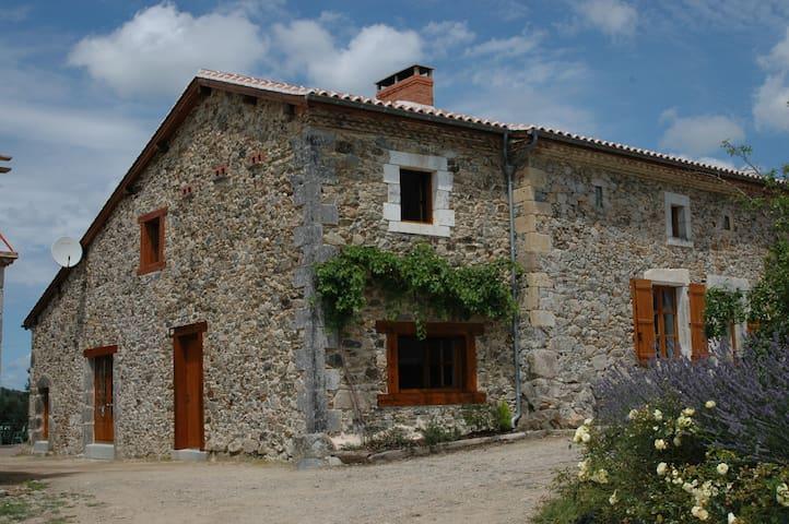 Charmante maison en pierres/Dordogne/piscine/étang