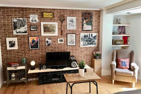 "Cozy and Romantic ""Loft"" Centric + Garage"