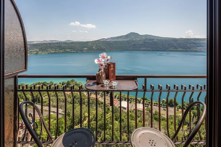 Camera Fronte lago Hotel 4 stelle Centro Storico