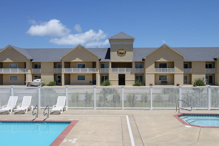 Sand Pebbles Oceanside in Hatteras w/Easy walk to beach