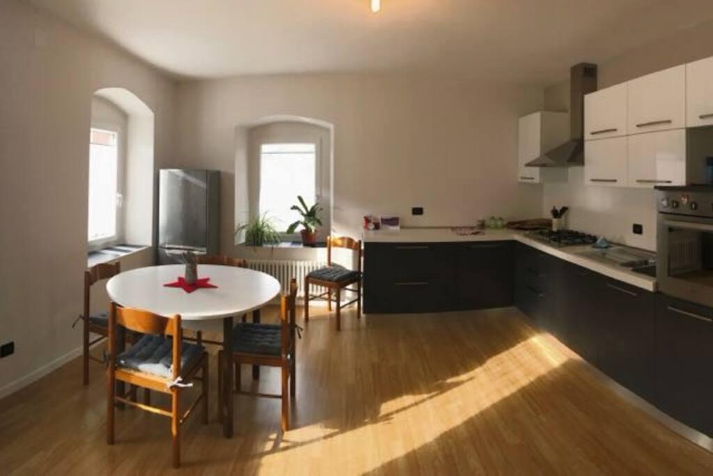 Vista panoramica della cucina.