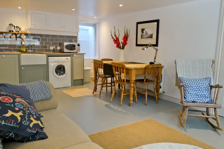 Fabulous basement flat in the heart of Lewes.