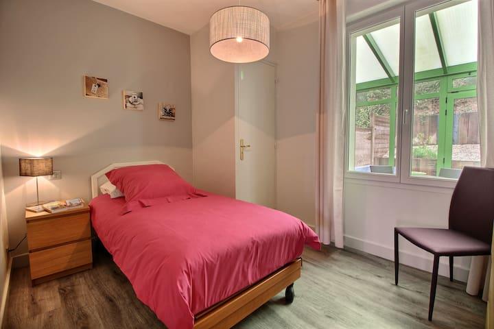 Chambre 1 personne avec lit simple