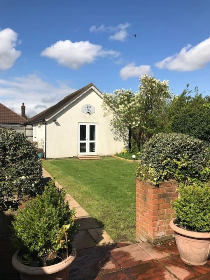 Garden cottage,  easy for London & Surrey