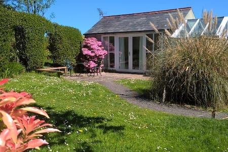 Cosy, romantic garden studio - Moyle - Apartment