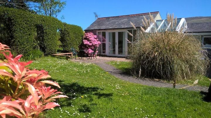 Cosy, romantic garden studio