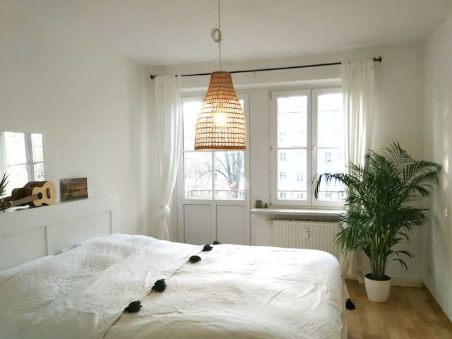 Light-filled Room w/ Private Balcony & Breakfast!