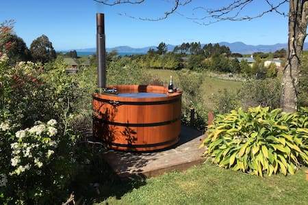 Tumbleweed Cream Room - sleeps 2 - Upper Moutere
