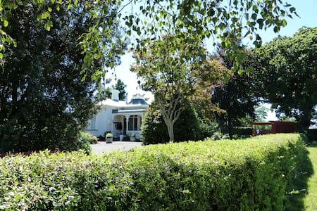 Comfy, charming Villa Mildura with breakfast