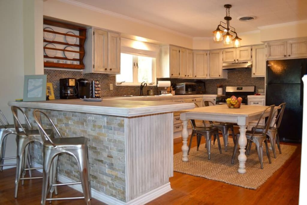 Kitchen Bar has 3 chairs while the dining table can accommodate 6.