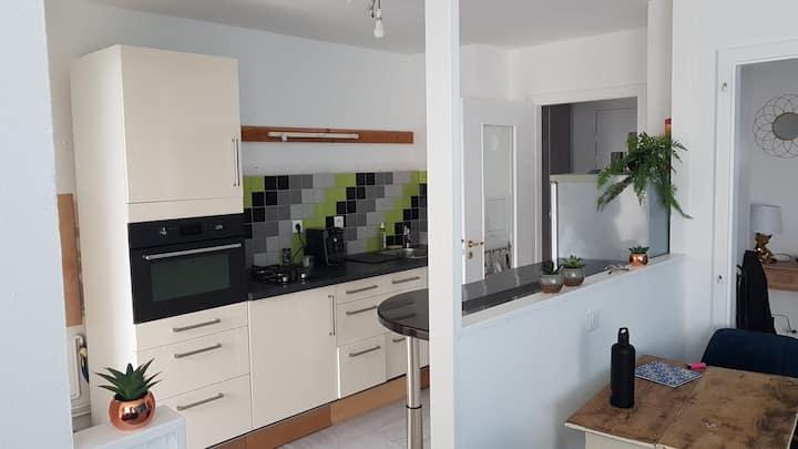 Appartement lumineux avec balcon et garage privé
