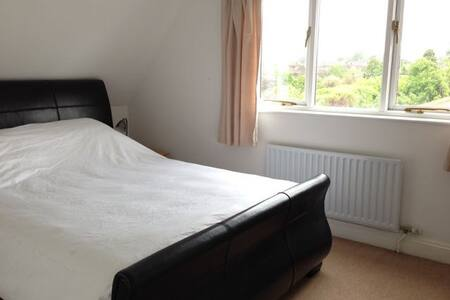 Double Room in Spacious Home near Cambridge - Hauxton