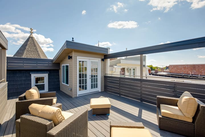 Gorgeous 4 Bedroom, Rooftop Deck & Private Parking